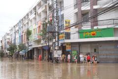 Nha Trang tê liệt vì ngập lụt khắp nơi