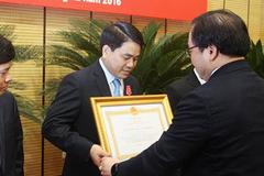 Ông Nguyễn Đức Chung nhận huân chương Lao động hạng nhất