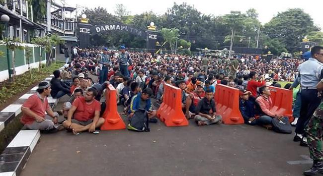 Ngất xỉu mua vé xem chung kết Indonesia - Thái Lan