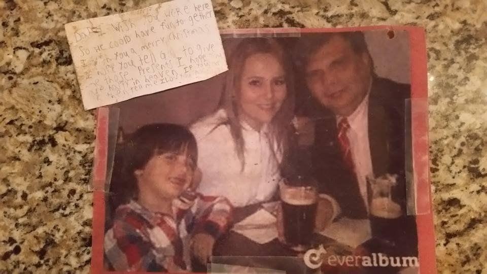 Nhòa lệ đọc bức thư cậu bé 7 tuổi gửi bố đã mất