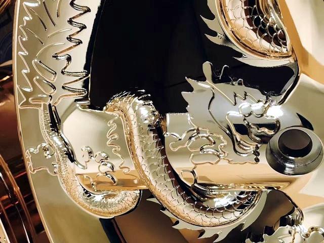 Choáng với bộ vành ô tô hình rồng mạ vàng gần 200 triệu đồng