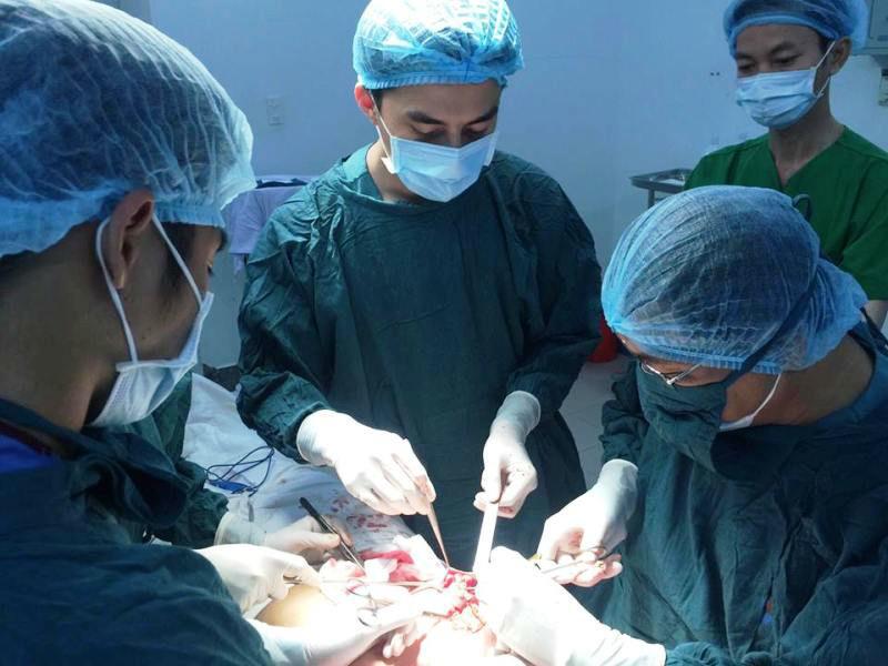 nâng ngực, sửa mũi, biến chứng, phẫu thuật thẩm mỹ, bơm silicon, làm đẹp