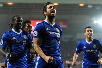 Fabregas tỏa sáng, Chelsea thiết lập kỷ lục mới