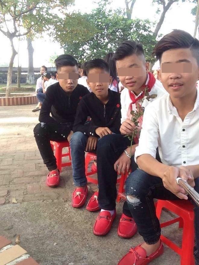 Đi giày đỏ - trào lưu mới nhất của giới trẻ Việt