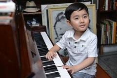 Hình ảnh đầu tiên của thần đồng piano Evan Lê tại Việt Nam