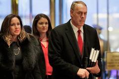 Cựu lính đặc nhiệm SEAL được Trump chọn làm Bộ trưởng Nội vụ