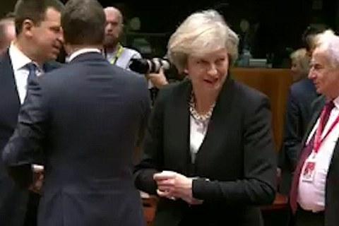 Nữ thủ tướng Anh bị lãnh đạo EU 'bỏ rơi'