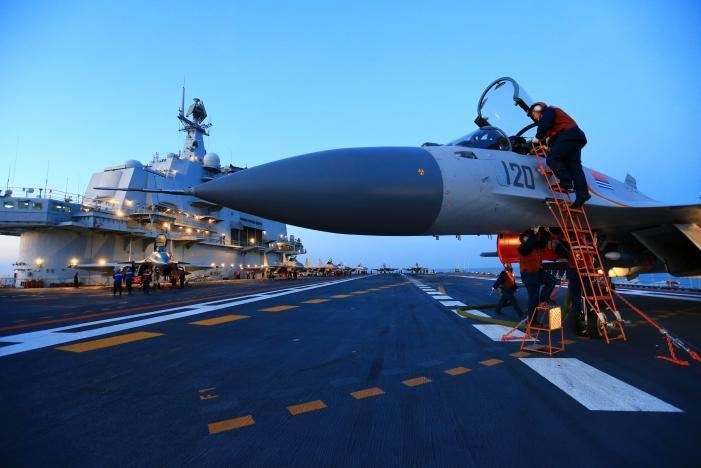 Trung Quốc tập trận bắn đạn thật với tàu sân bay