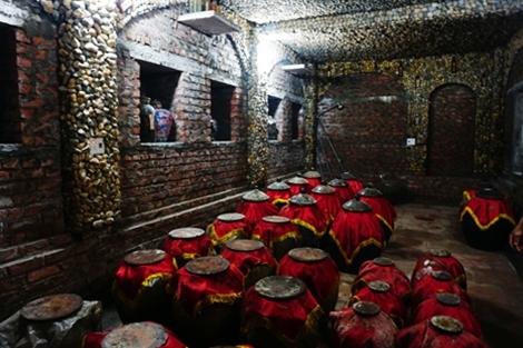 Chuyện 'gã khùng' đào hầm ủ rượu xuyên núi ở Bắc Giang