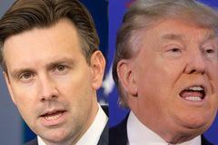 Trump gọi phát ngôn viên Nhà Trắng là 'gã ngốc'