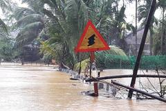 4 thủy điện dồn dập xả lũ, nhấn chìm hạ du