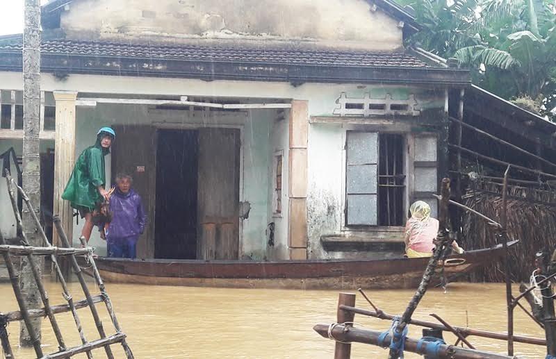 Quảng Nam, mưa lũ ở Quảng Nam, giao thông tê liệt, ngập lụt, thủy điện xả lũ