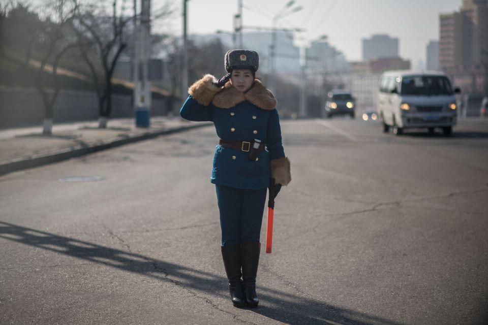 Ngắm nữ cảnh sát giao thông dáng chuẩn siêu mẫu