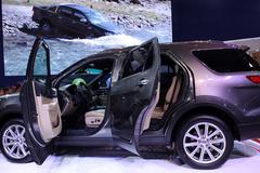 Ô tô mùa đại hạ giá: Vội mua xe, 1 tuần lỗ trăm triệu