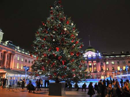 Hình ảnh Giáng sinh lung linh sắc màu trên khắp thế giới