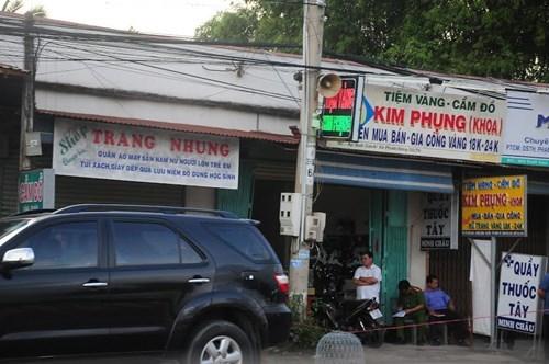 Bịt mặt, nổ súng cướp tiệm vàng rúng động Tây Ninh