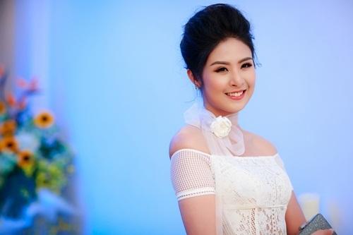 Hoa hậu Ngọc Hân gợi cảm mặc trời lạnh 17 độ