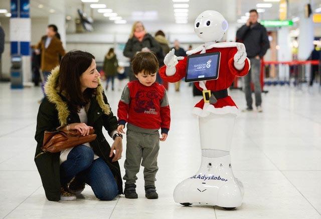 [VietnamNet.vn] Sân bay Anh dùng robot biết đi để giải trí cho khách
