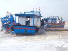 Hàng chục tàu cá bị lũ đánh chìm, vỡ thê thảm
