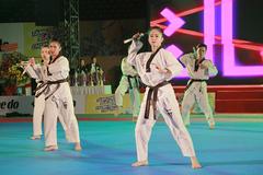 Hoa khôi Taekwondo múa côn, đi quyền dũng mãnh