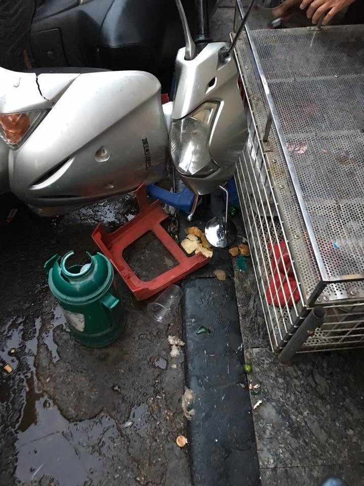 Nâng ô tô cứu cháu nhỏ kẹt trong gầm ở khu chợ Đồng Xuân