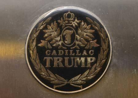 Văn phòng di động trên siêu xe của ông Donald Trump