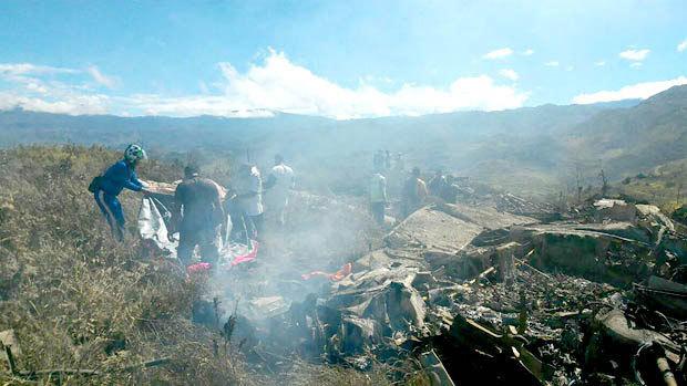 Máy bay Indonesia đâm vào núi, không ai sống sót
