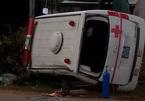 Lật xe cấp cứu, 6 người thương vong