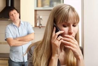 Cô vợ vụng trộm vì chồng 'yêu' thô bạo nhận cái kết bất ngờ
