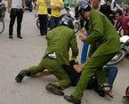 Bắt 3 thanh niên đánh hội đồng cán bộ công an