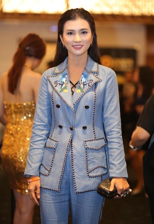 Lần hiếm hoi Phương Thanh mặc đồ sexy xuyên thấu