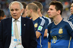 Thái Lan mời thầy cũ của Messi thay Kiatisuk?