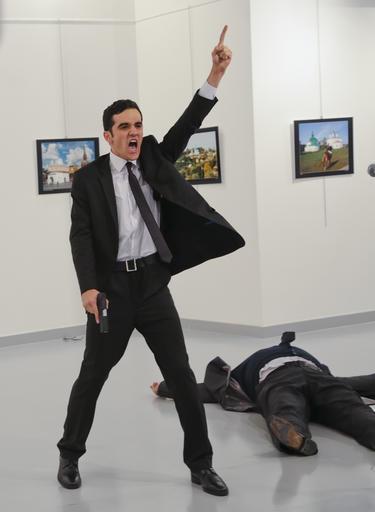 Khoảnh khắc Đại sứ Nga bị ám sát