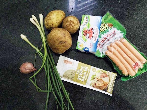 Làm bánh khoai tây viên xúc xích và phô mai đơn giản