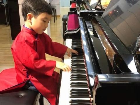 Thần đồng piano 5 tuổi gốc Việt được dạy dỗ thế nào?