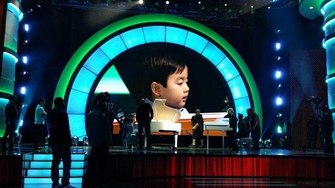 'Thần đồng piano' 5 tuổi gốc Việt được dạy dỗ thế nào?