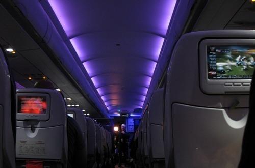 vì sao máy bay tắt điện khi hạ cánh, máy bay, an toàn bay, hành khách, tình huống khẩn cấp, cất cánh, hạ cánh, tai nạn máy bay, hàng không, phi công