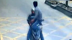 Xem tài xế dùng Kung Fu đoạt lại smartphone từ tay cướp