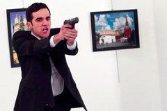 Vì sao tin ám sát đại sứ Nga rầm rộ trên mạng?