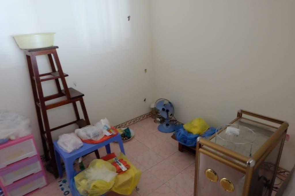 Hà Nội: Mẹ nhốt con 11 tuổi trong nhà nhiều năm