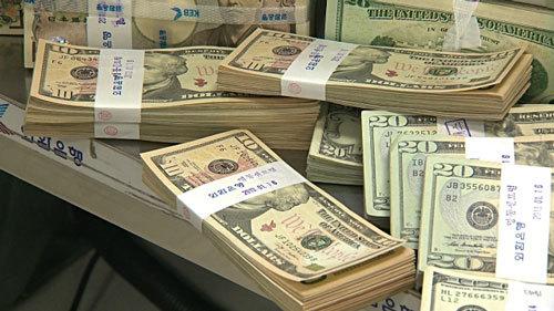 Tỷ giá ngoại tệ ngày 21/12: USD lên đỉnh 14 năm, Euro dính đòn khủng bố