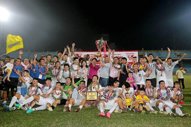 CLB HN T&T đổi tên, sở hữu sân Hàng Đẫy