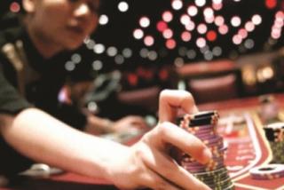 Qua Campuchia chơi casino: Những cỗ máy nuốt tiền bên kia biên giới