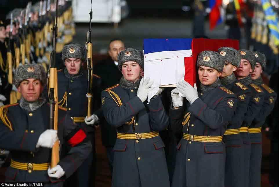 Hình ảnh đưa thi hài Đại sứ Nga về nước