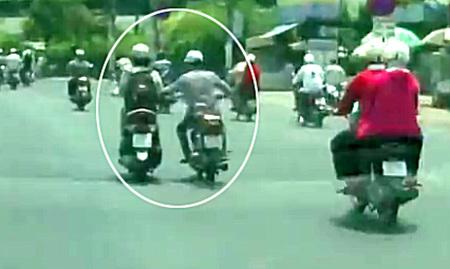 Chị em đi xe máy cần cảnh giác với thủ đoạn này của bọn bất lương
