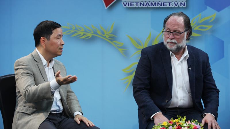 GS Harvard nói về căn bệnh 'già vẫn chưa giàu' của Việt Nam