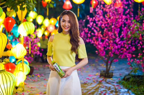 Minh Hằng dịu dàng trong MV Tết mới ra mắt