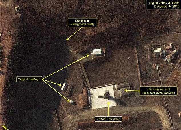 Hình ảnh 'hé lộ' Triều Tiên sắp triển khai tàu ngầm hạt nhân
