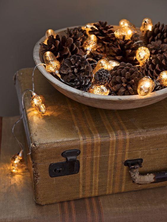 20161222144056 trang tri nha 7 Mách bạn cách trang trí nhà với đèn dây cho Giáng sinh thêm ấm áp
