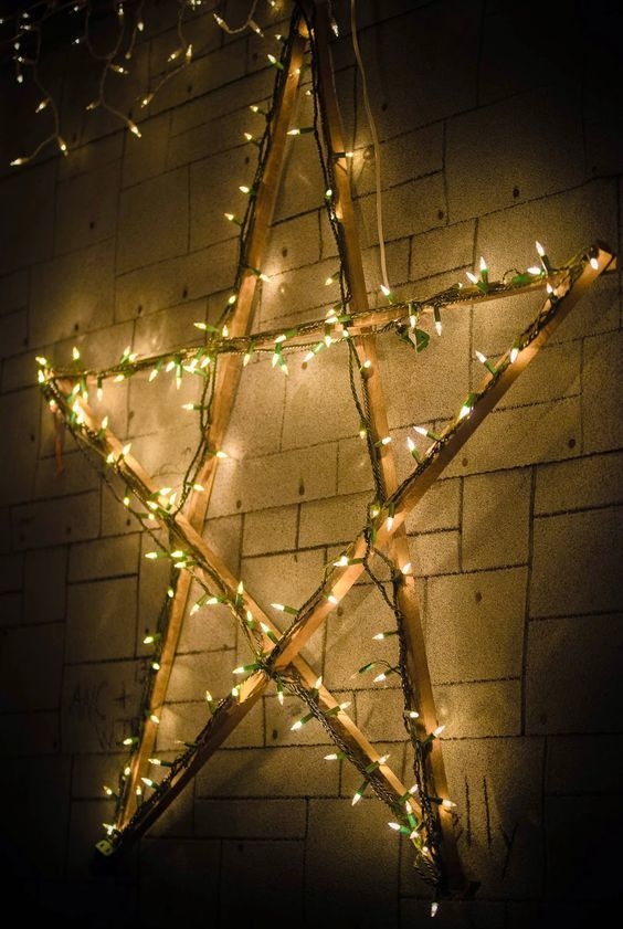20161222152146 trang tri nha 22 Mách bạn cách trang trí nhà với đèn dây cho Giáng sinh thêm ấm áp